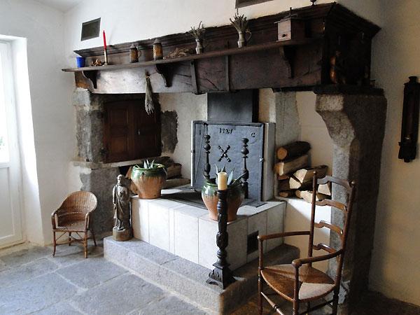 chambres d 39 h tes de charme en ard che la tour d 39 auriolles. Black Bedroom Furniture Sets. Home Design Ideas